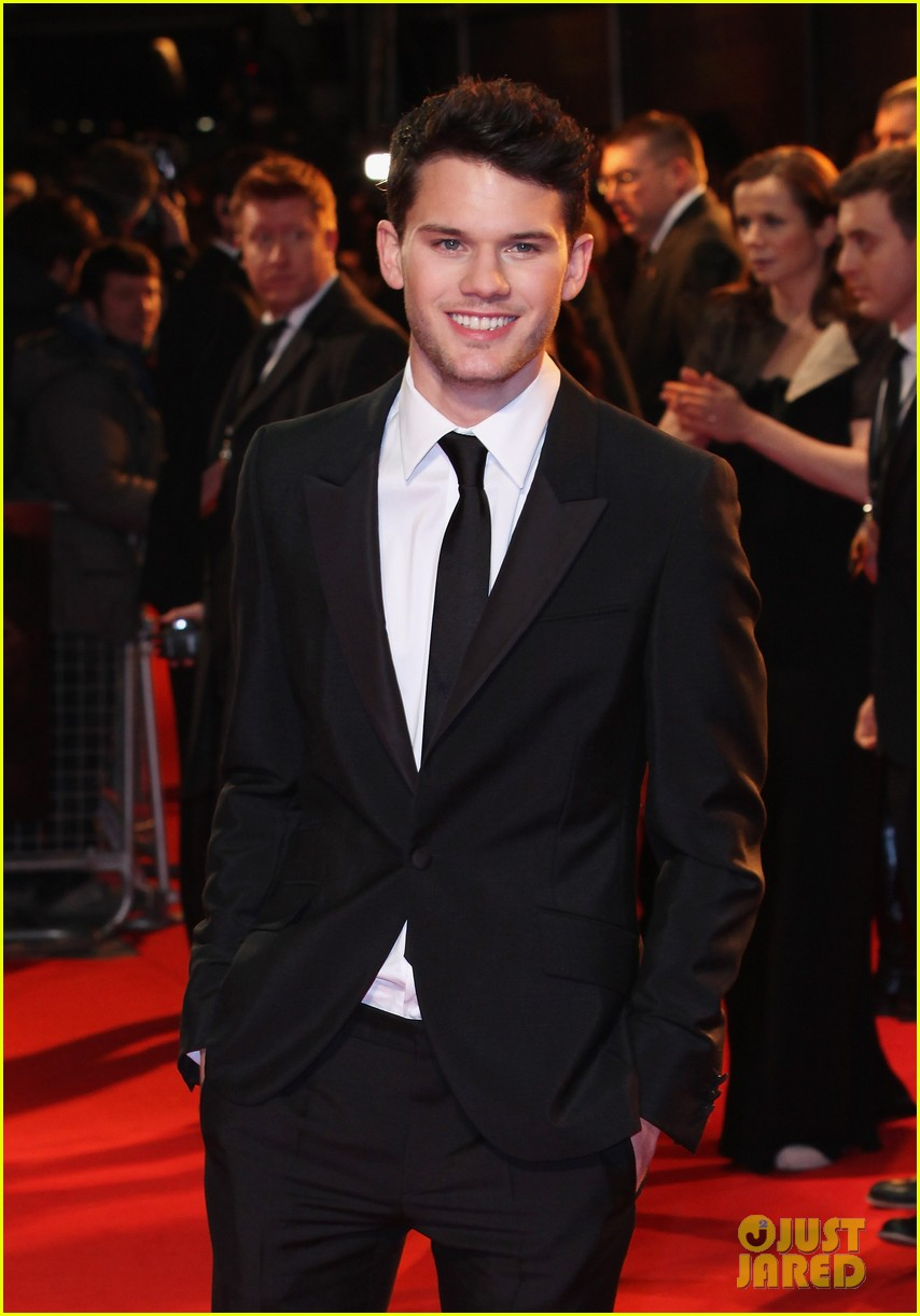 jeremy irvine tom hiddleston war horse uk 012615679