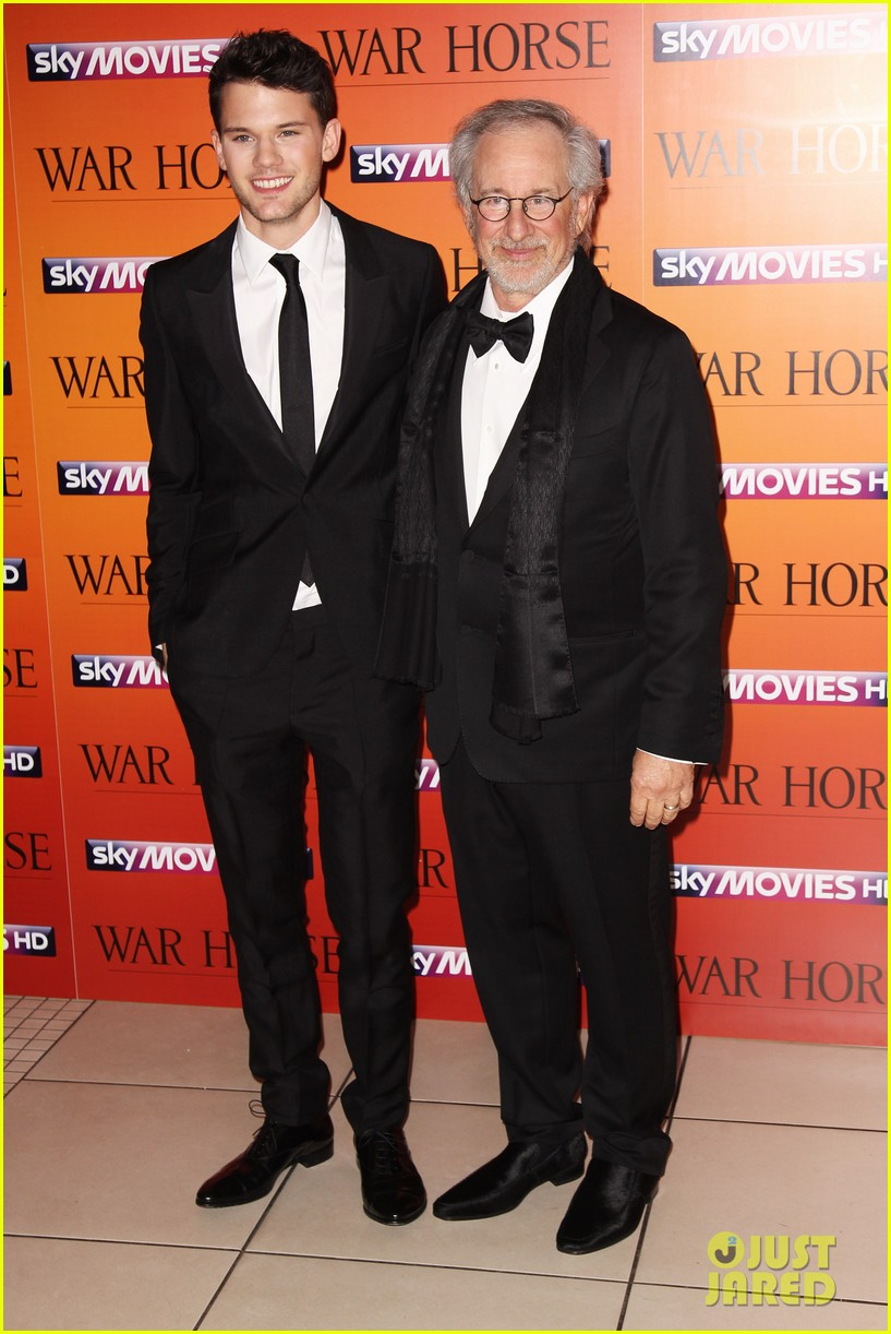 jeremy irvine tom hiddleston war horse uk 03