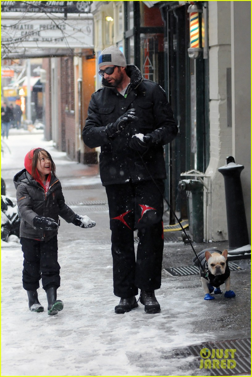 hugh jackman ava snowball fight 05