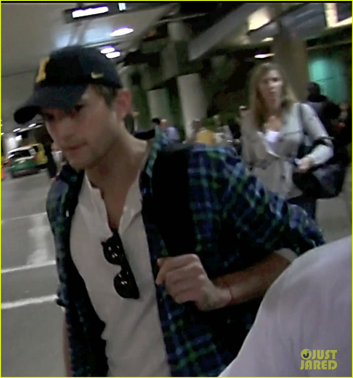 ashton kutcher returns la 03