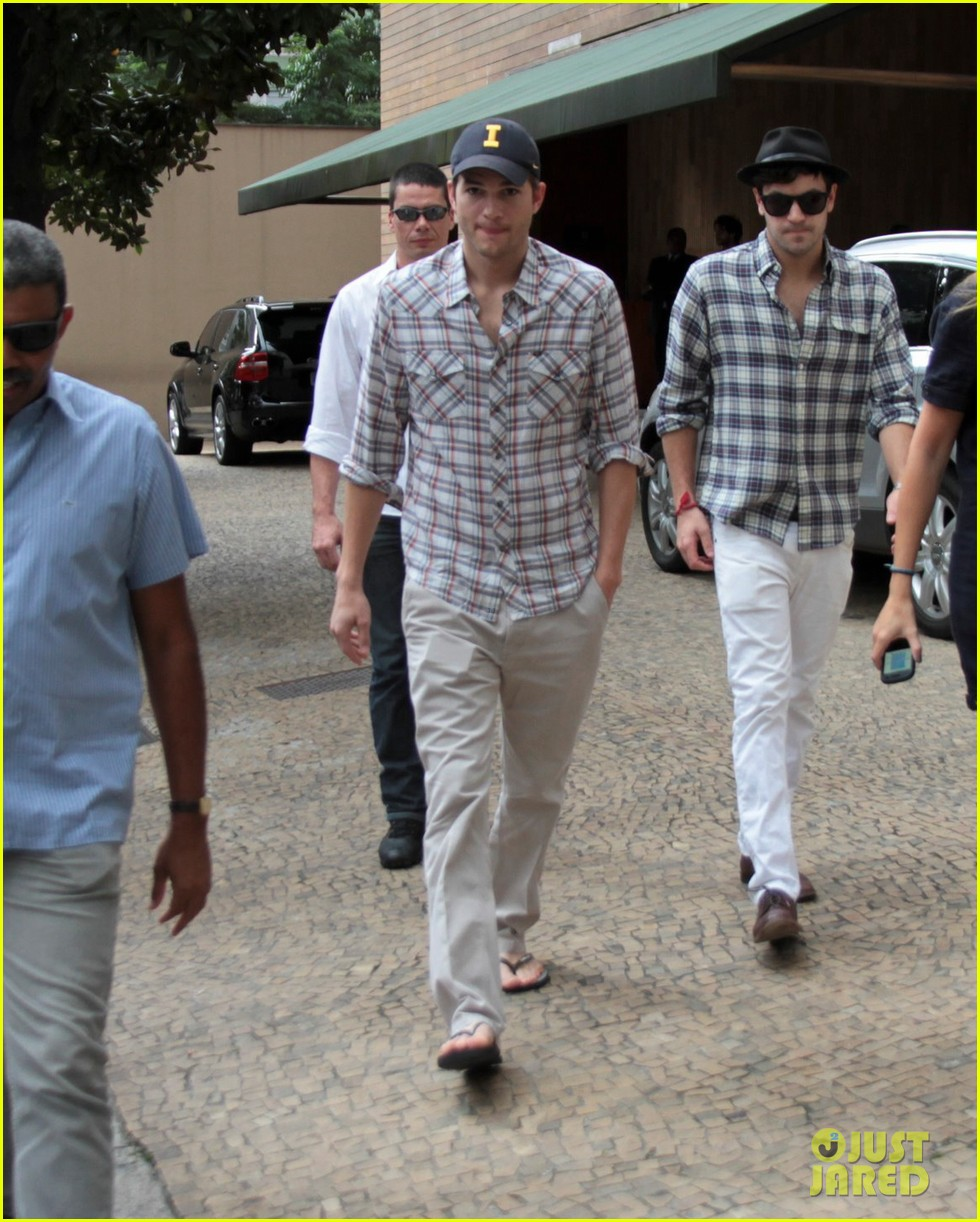Full Sized Photo of ashton kutcher surfing sao paolo 10 ... Mila Kunis Ashton Kutcher
