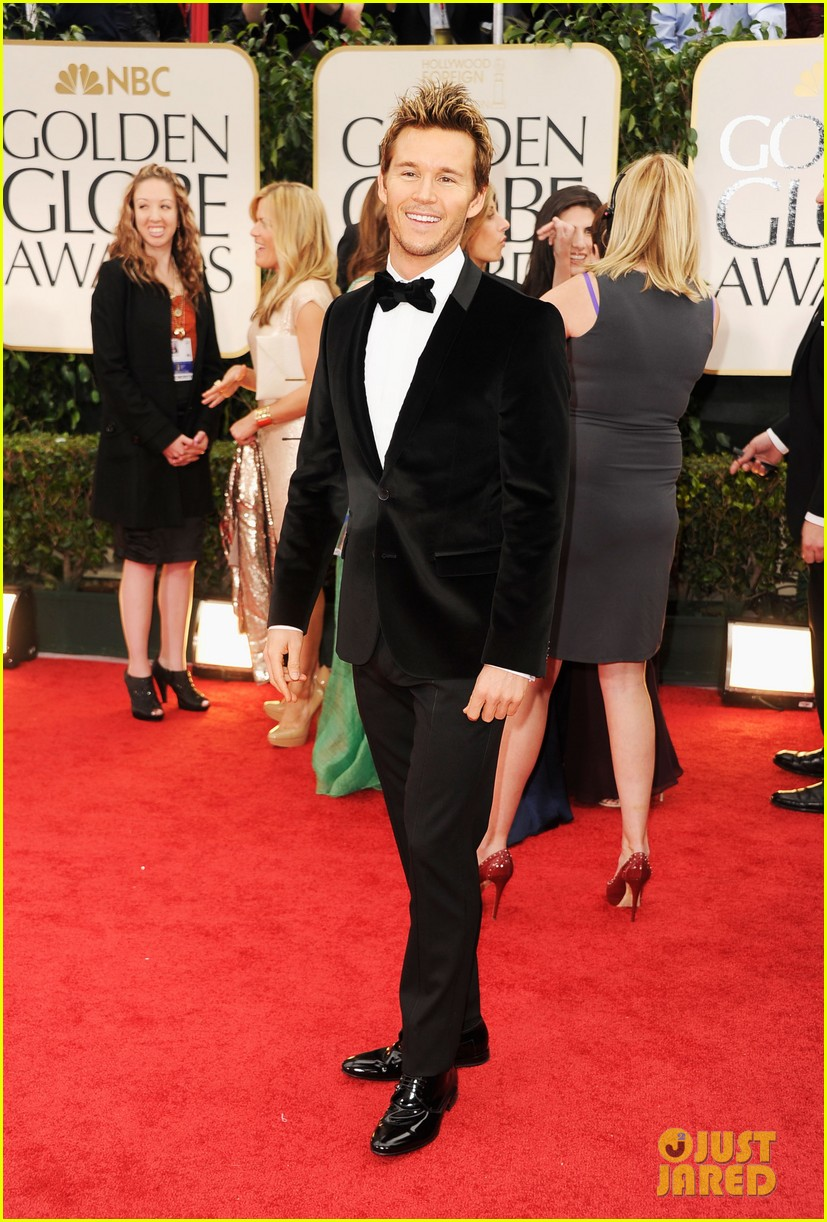 ryan kwanten 2012 golden globes red carpet 01
