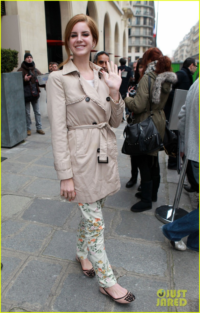 lana del rey trench paris hotel 02