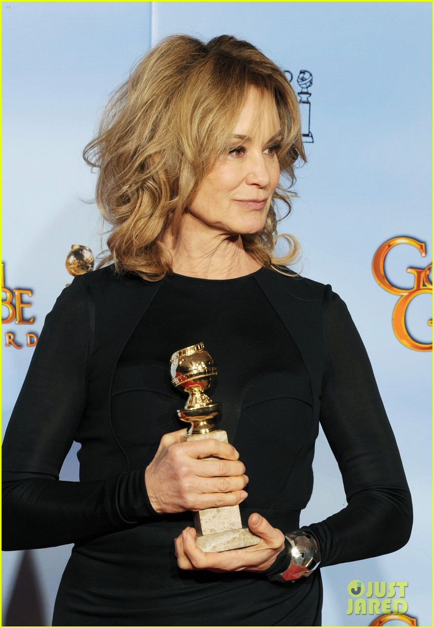 jessica lange connie britton golden globes 2012 red carpet 08