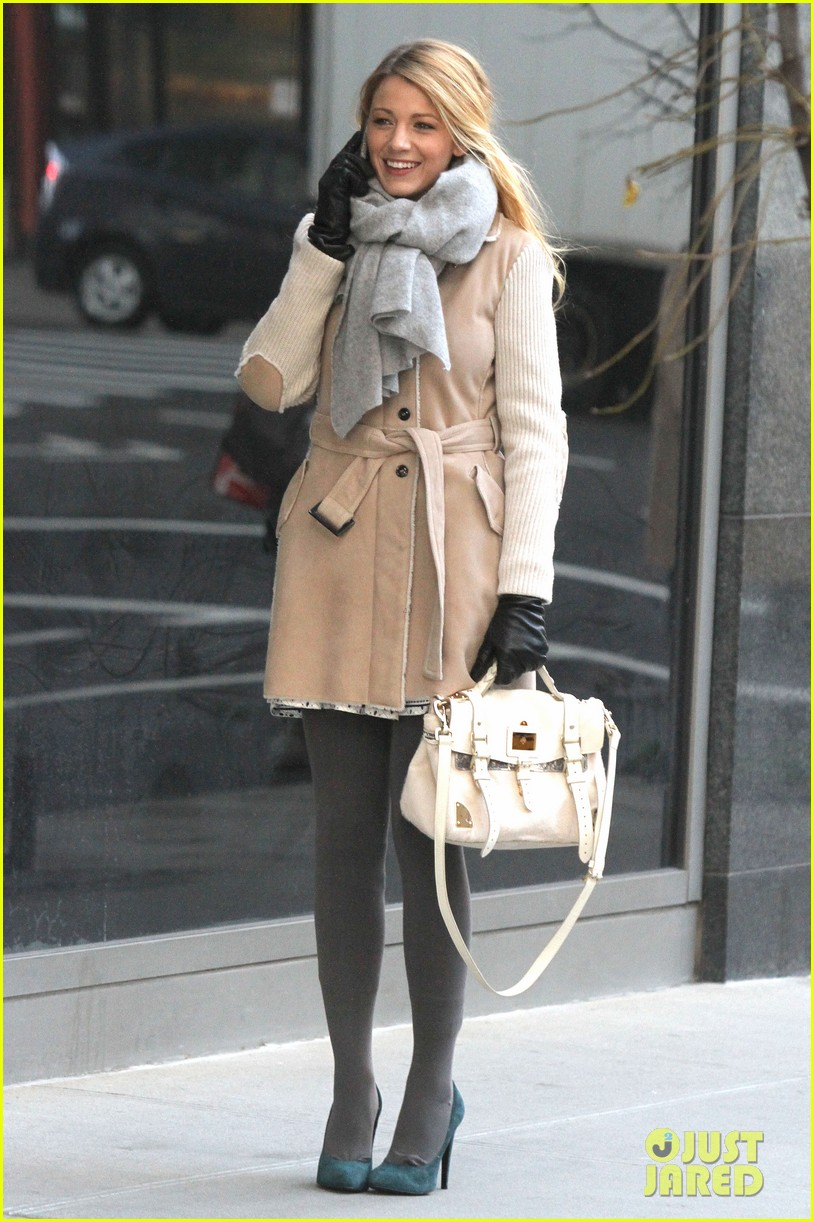 blake lively beige coat 01