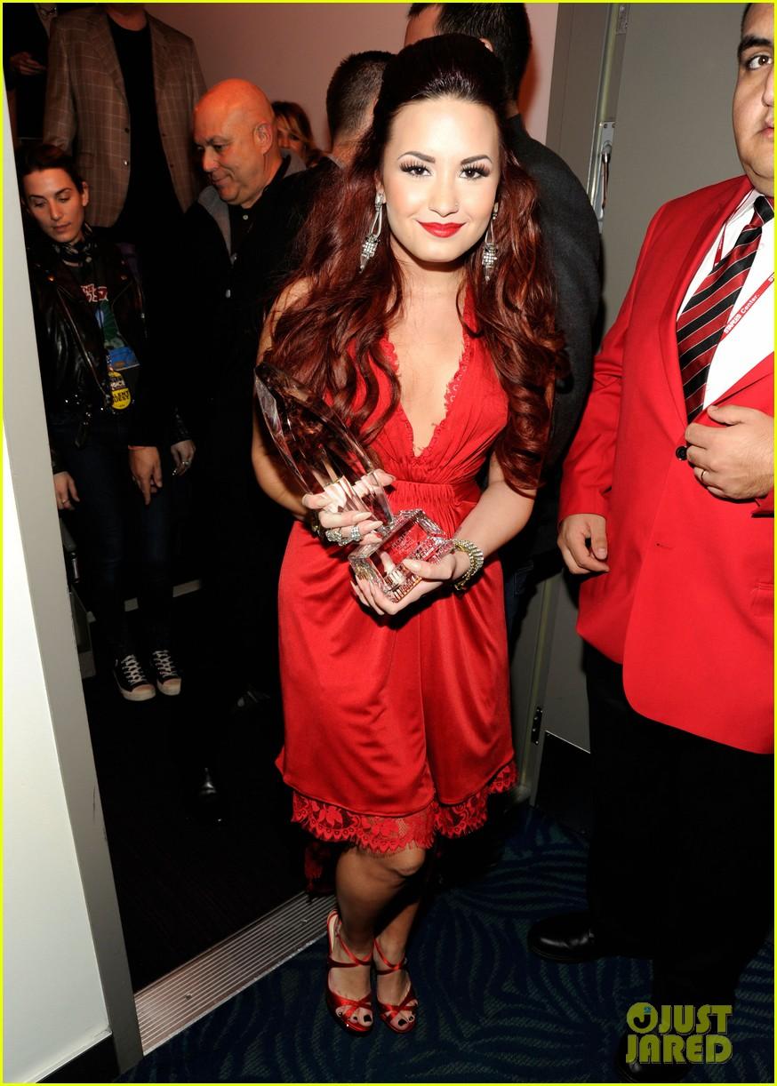 Demi Lovato Photo Gallery >> Full Sized Photo of demi lovato pcas performance 24 | Photo 2616765 | Just Jared