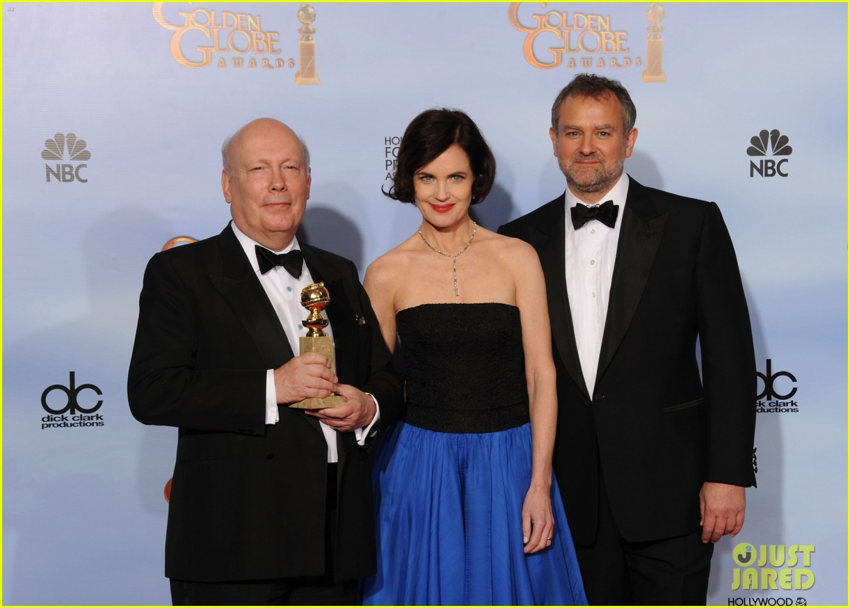 elizabeth mcgovern golden globes 2012 red carpet 03