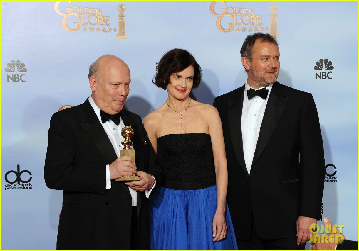 elizabeth mcgovern golden globes 2012 red carpet 05
