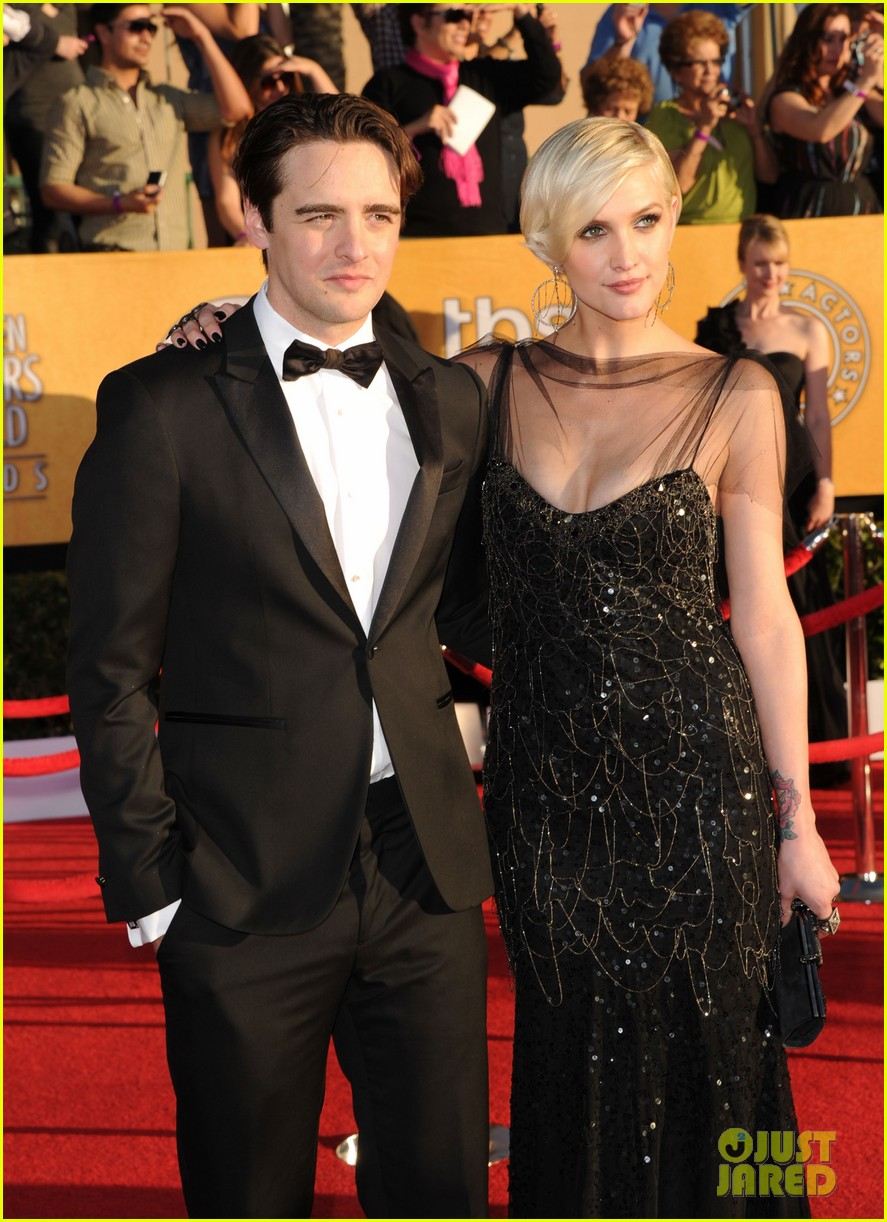 ashlee simpson vincent piazza 2012 sag awards 04
