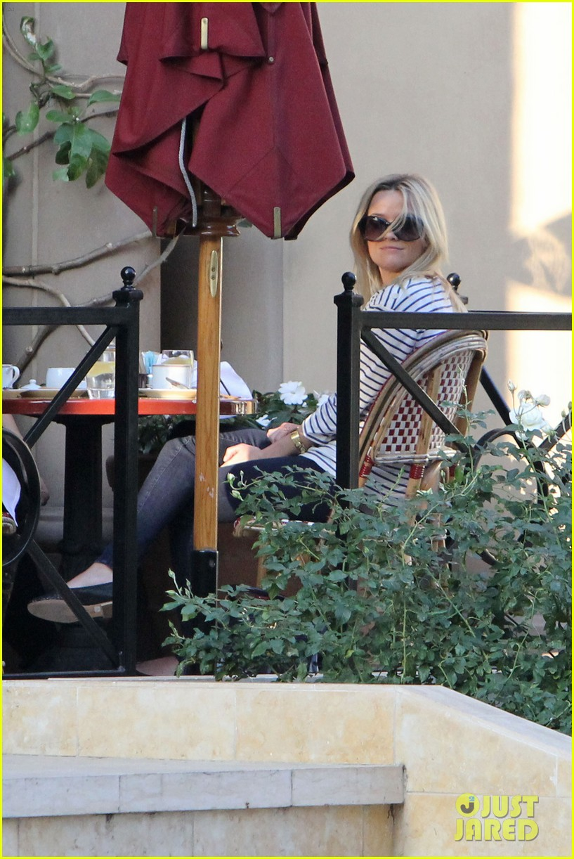 reese witherspoon lunch friends 08