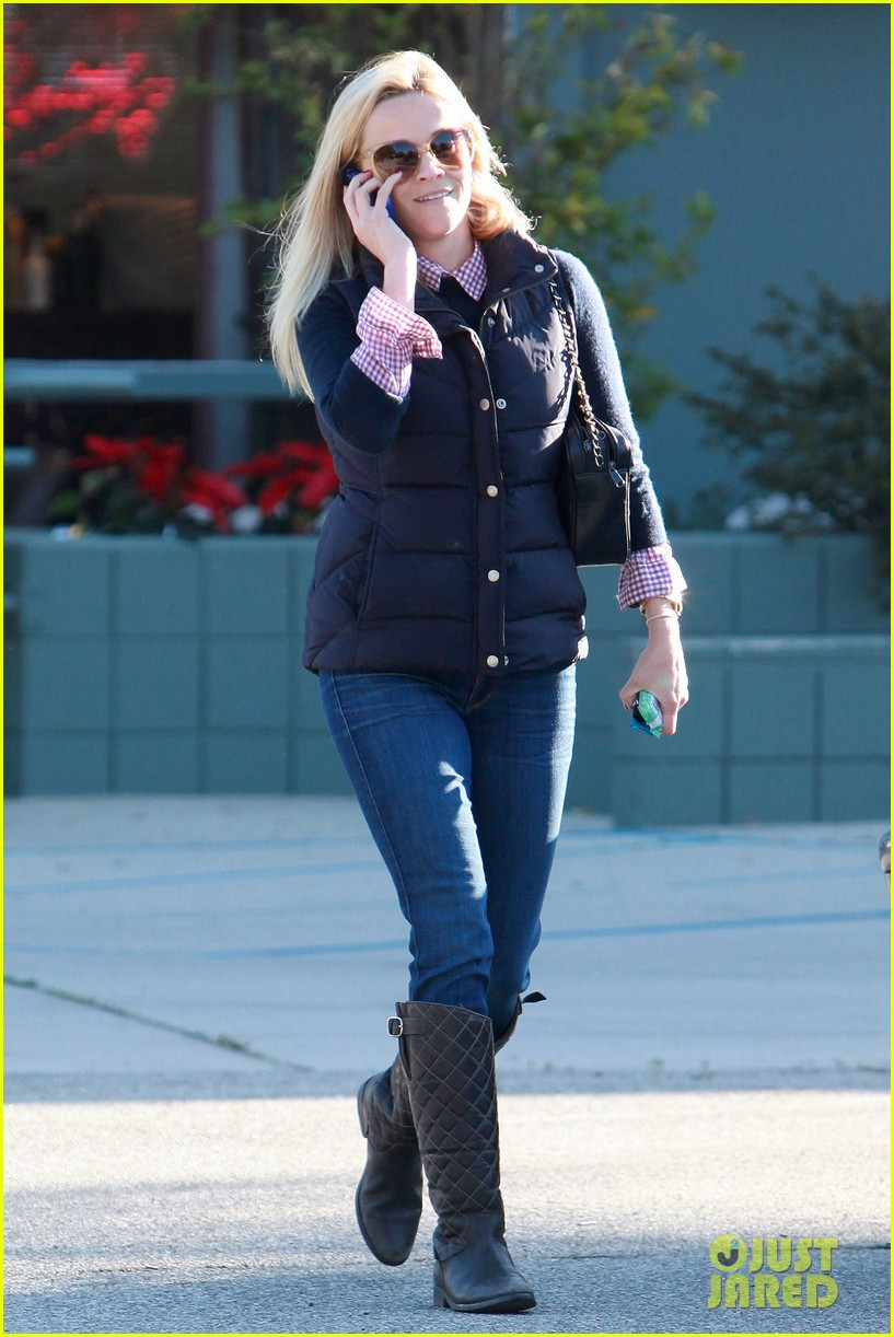 reese witherspoon phone call 04