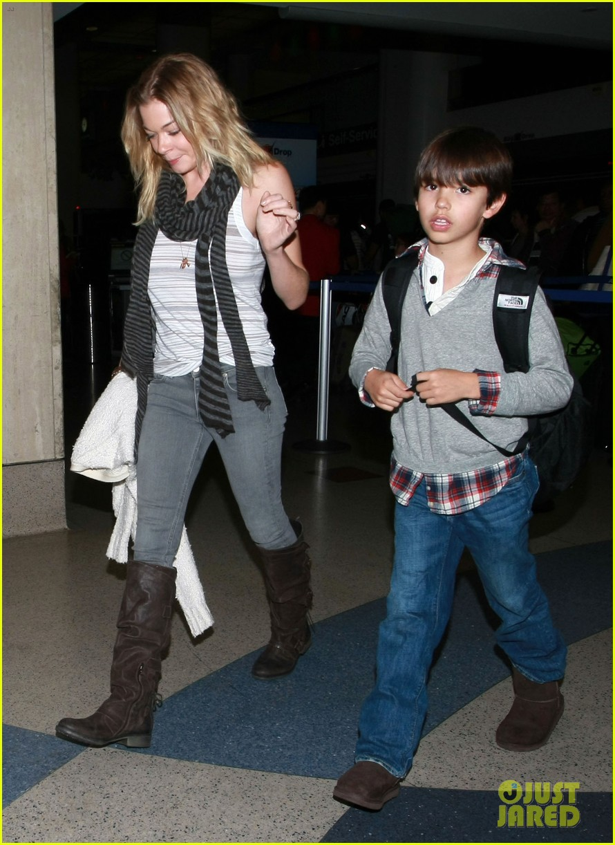 leann rimes eddie cibrian new years lax arrival 05