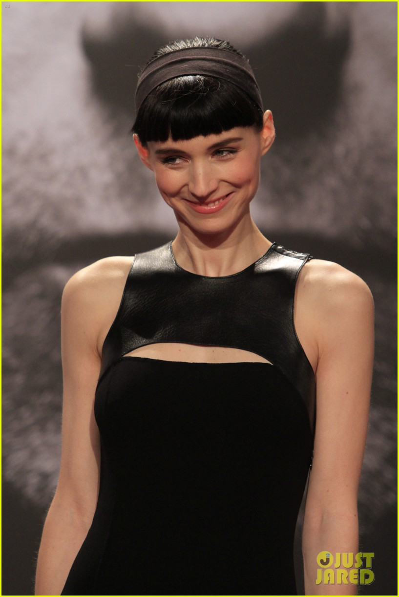 daniel craig rooney mara dragton germany premiere 06