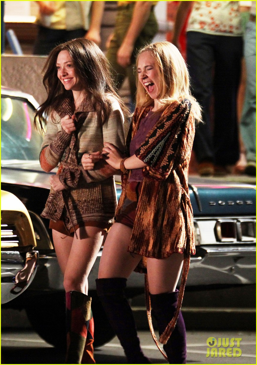 amanda seyfried lovelace set with juno temple 10