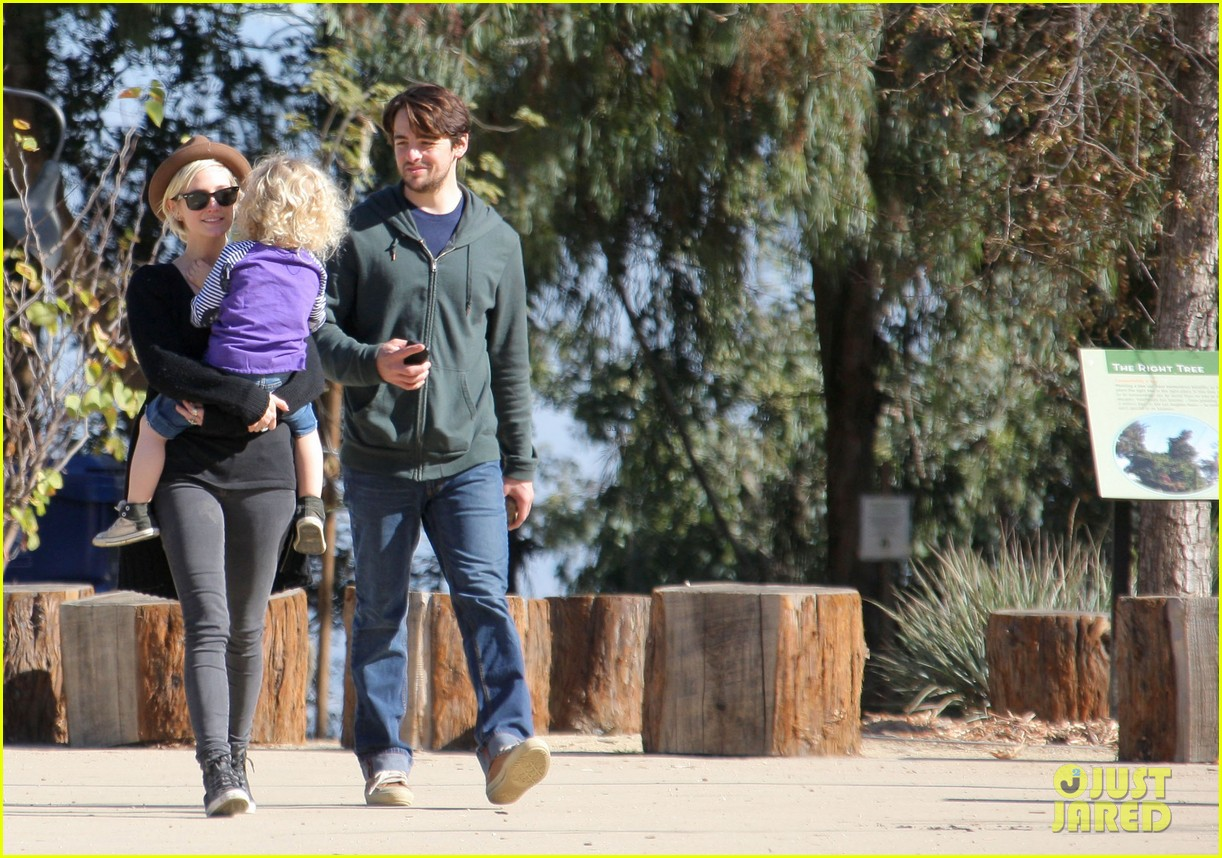 ashlee simpson vincent piazza park playtime with bronx 11