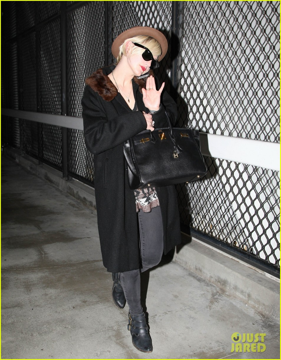 jessica simpson lax arrival with ashlee 06