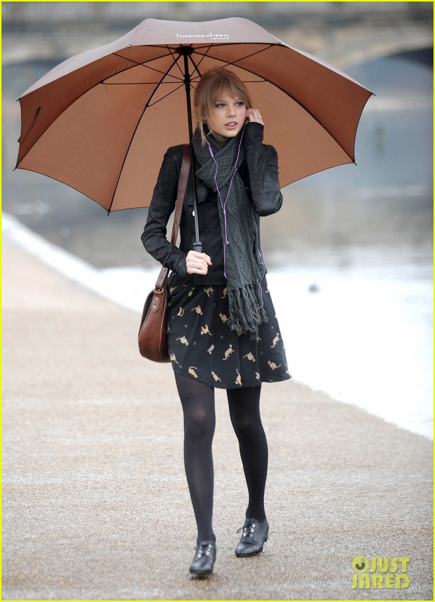 taylor swift umbrella london 04