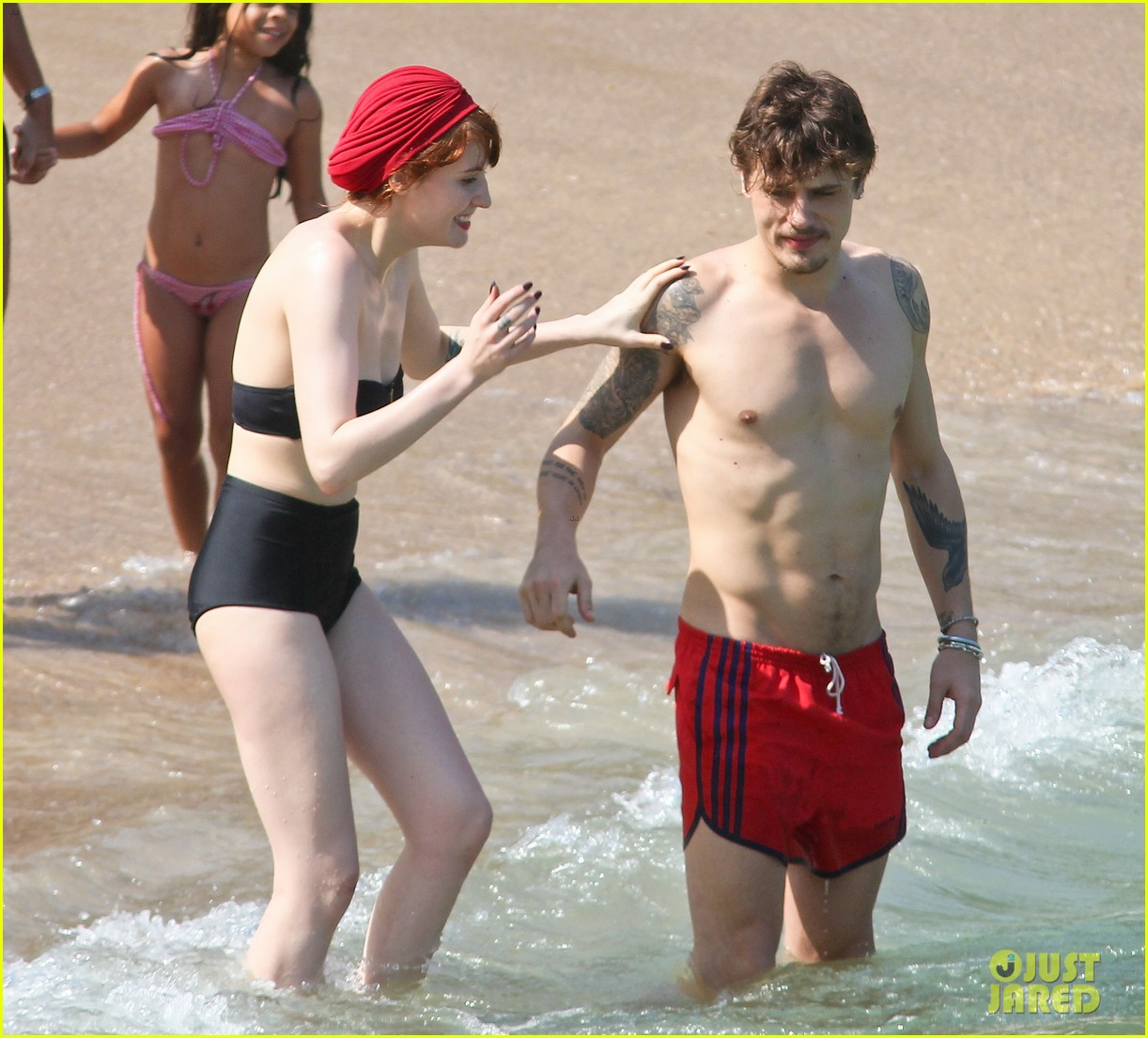 florence welch hits the beach with new boyfriend 03