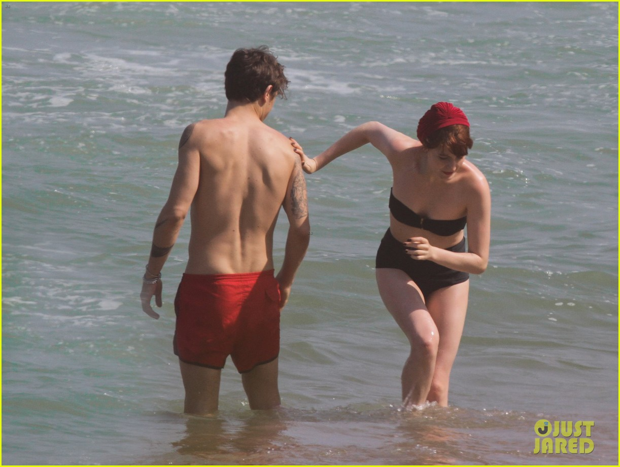 florence welch hits the beach with new boyfriend 202620128