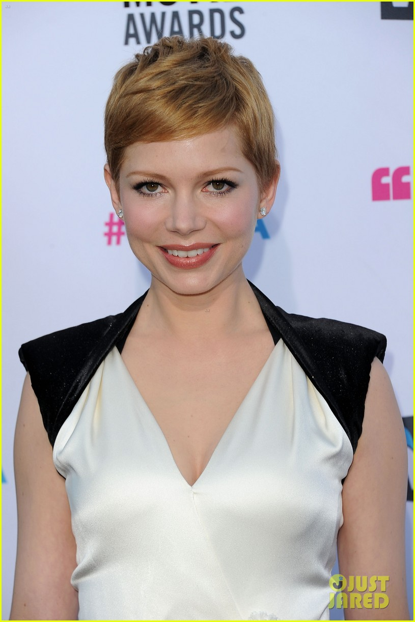 michelle williams 2012 critics choice awards 02
