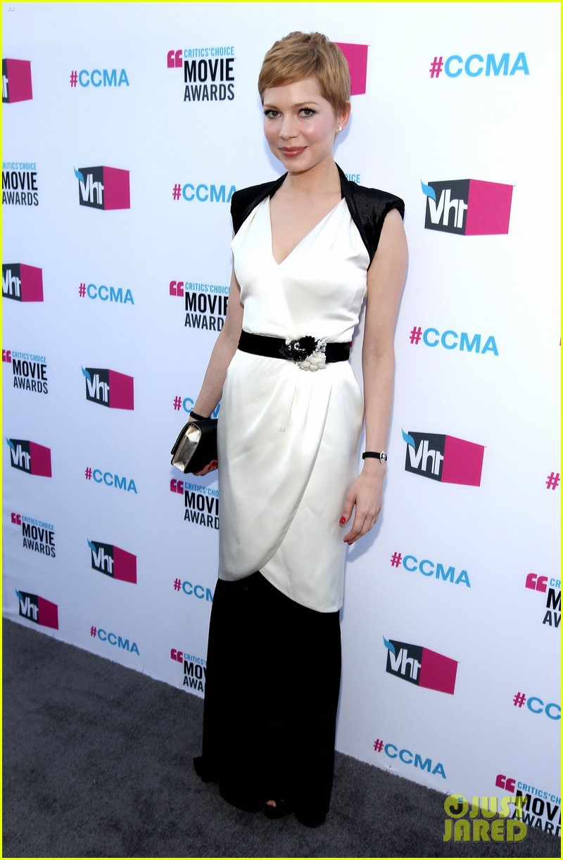 michelle williams 2012 critics choice awards 03