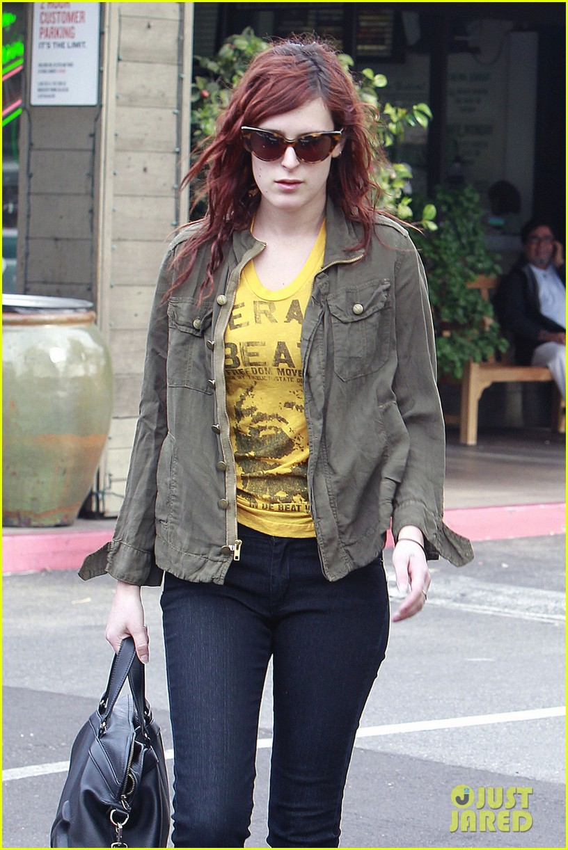 rumer willis leaves coffee 01