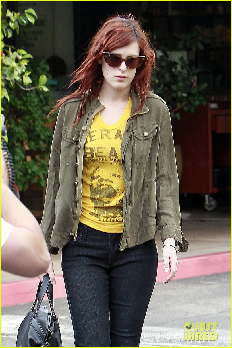 rumer willis leaves coffee 03
