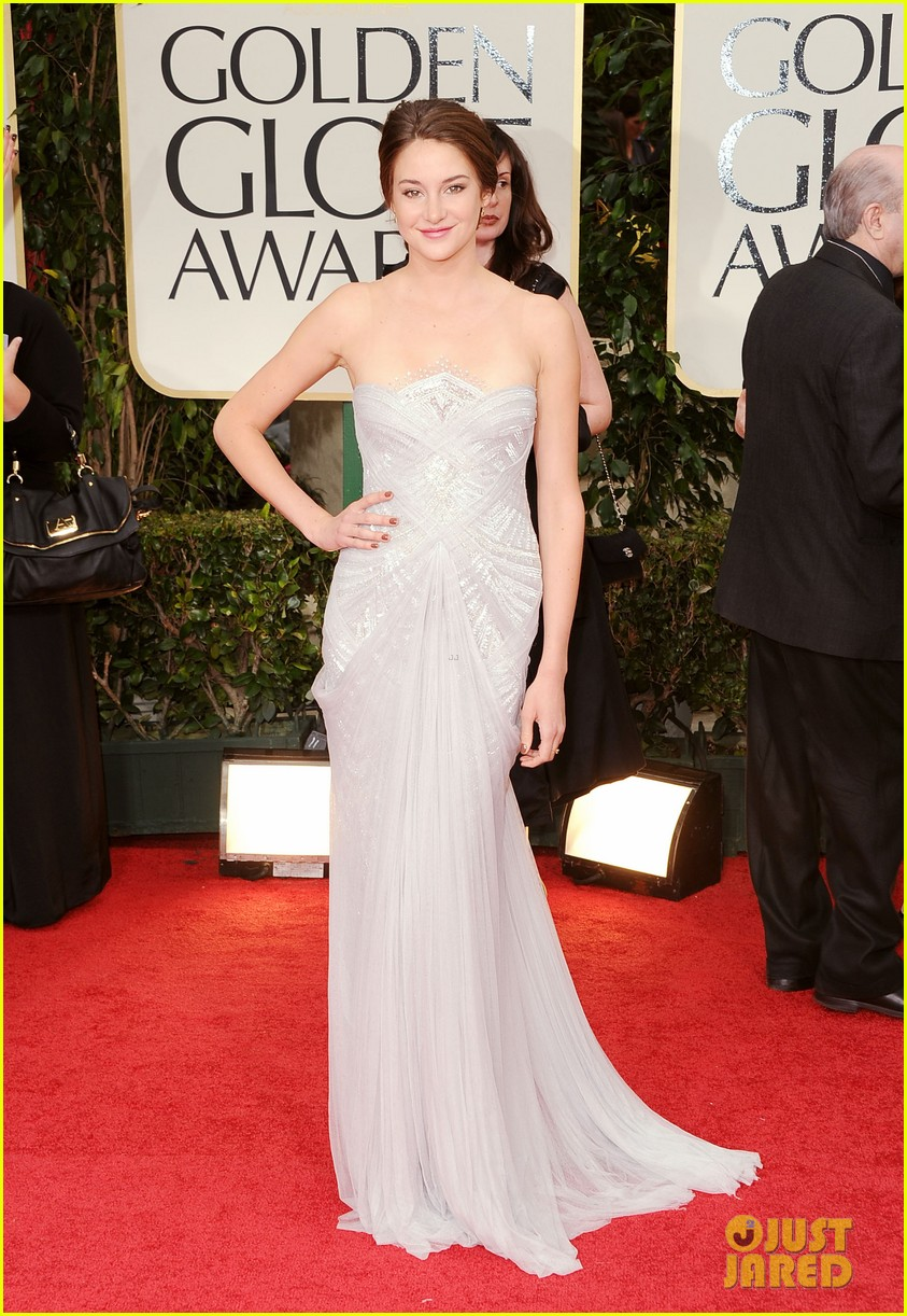 shailene woodley 2012 golden globes red carpet 02
