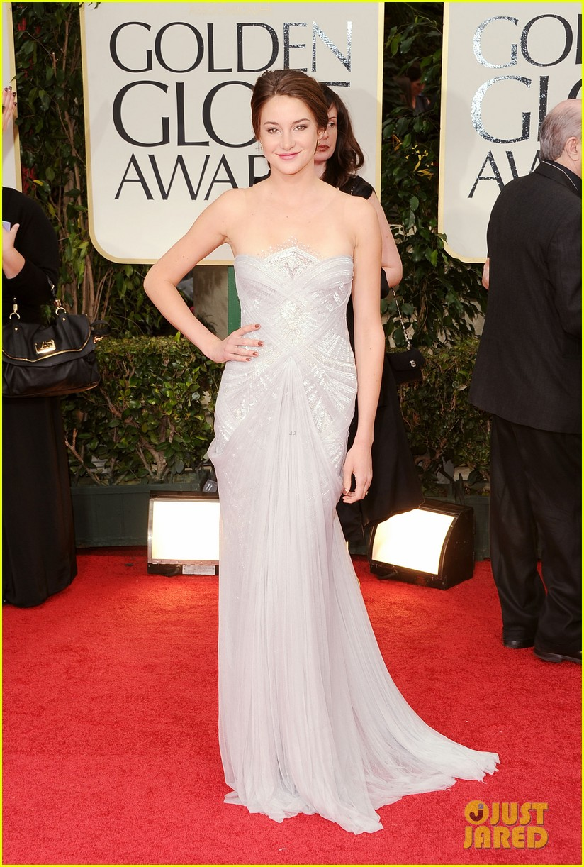 shailene woodley 2012 golden globes red carpet 04