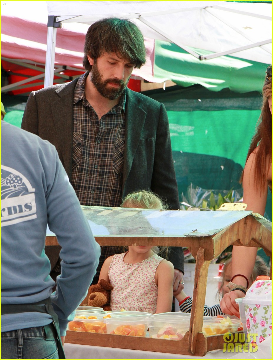 ben affleck daughters farmers market 052625815