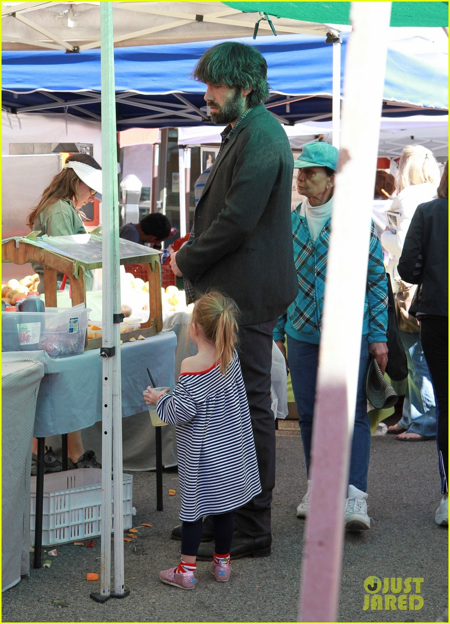 ben affleck daughters farmers market 12