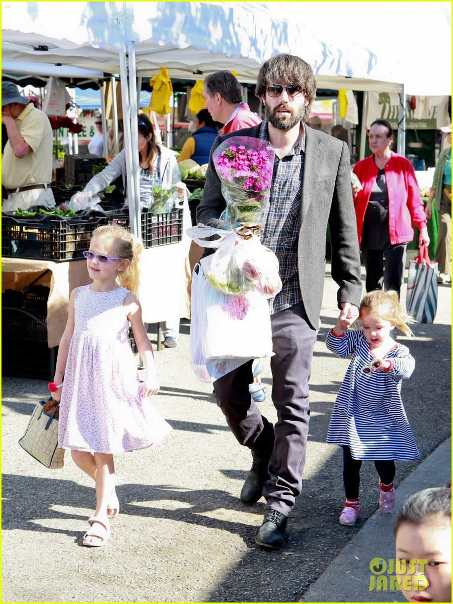 ben affleck daughters farmers market 20