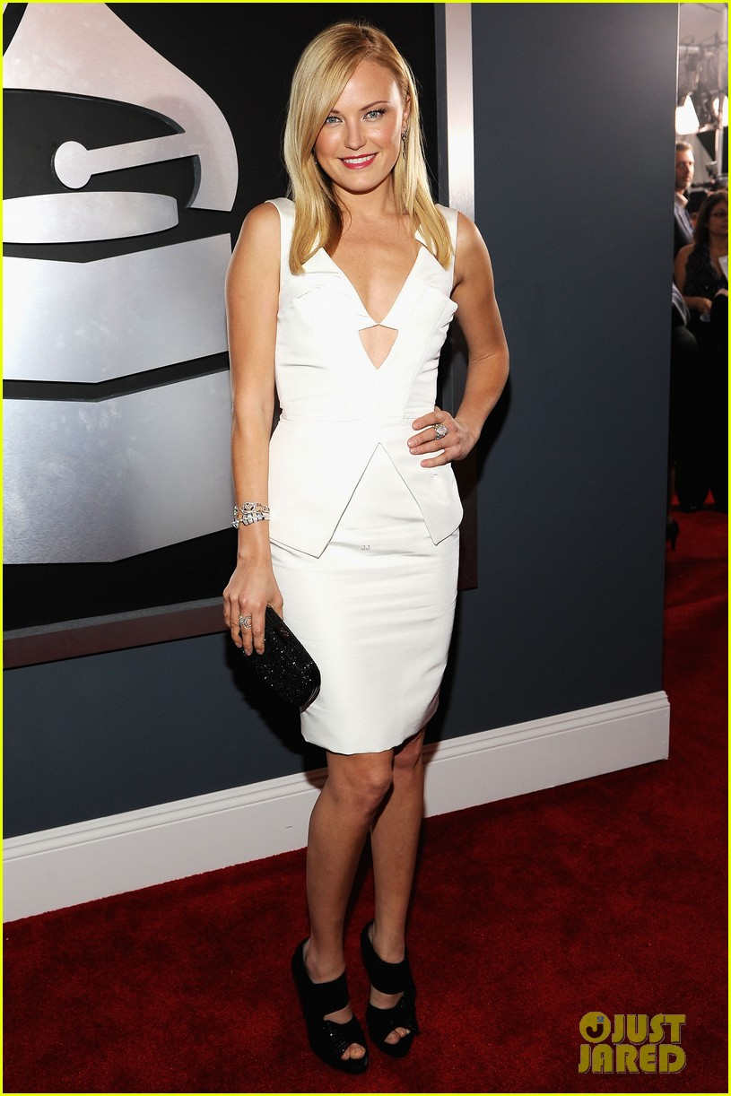malin akerman grammys 2012 03