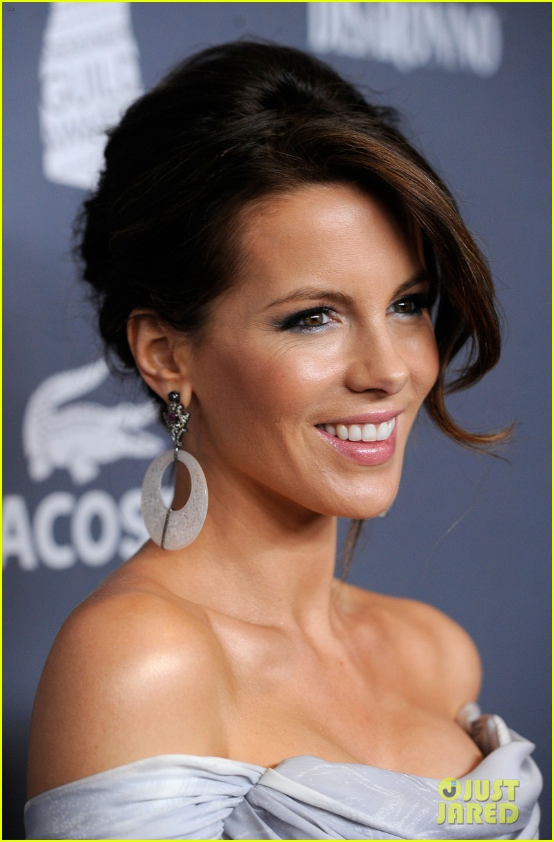 kate beckinsale costume designers guild awardss 14