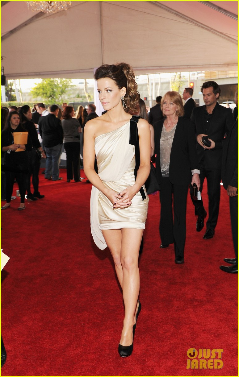 kate beckinsale grammys 05