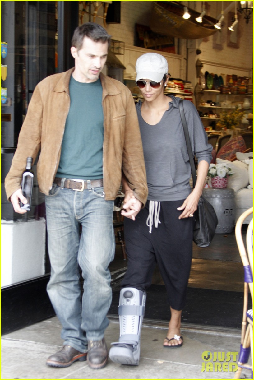 halle berry olivier martinez maison et cafe stop 07