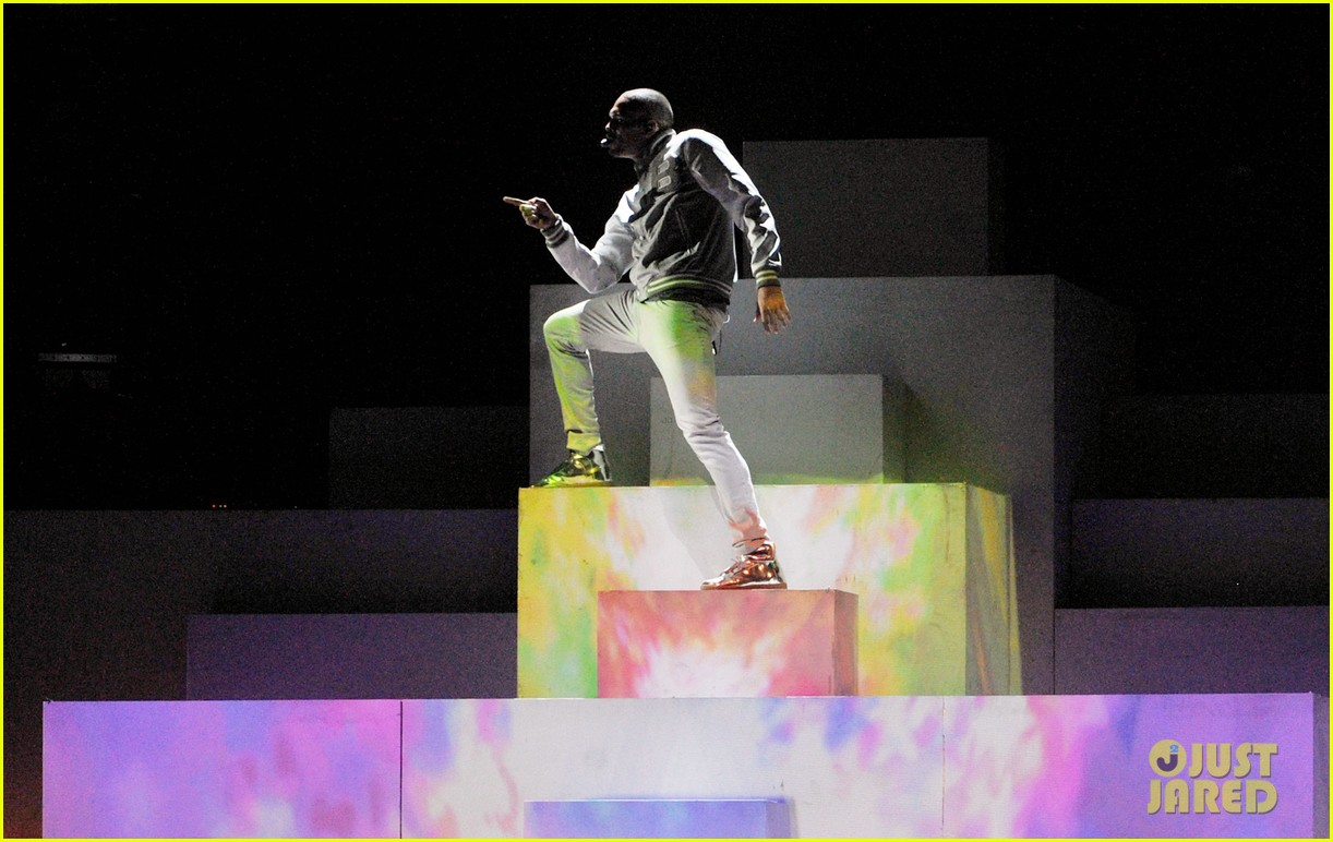 chris brown grammys 2012 performance turn up the music beautiful people 01