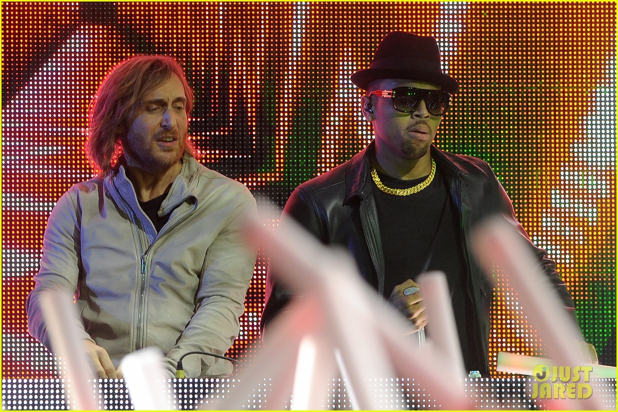 chris brown david guetta grammy performance 06