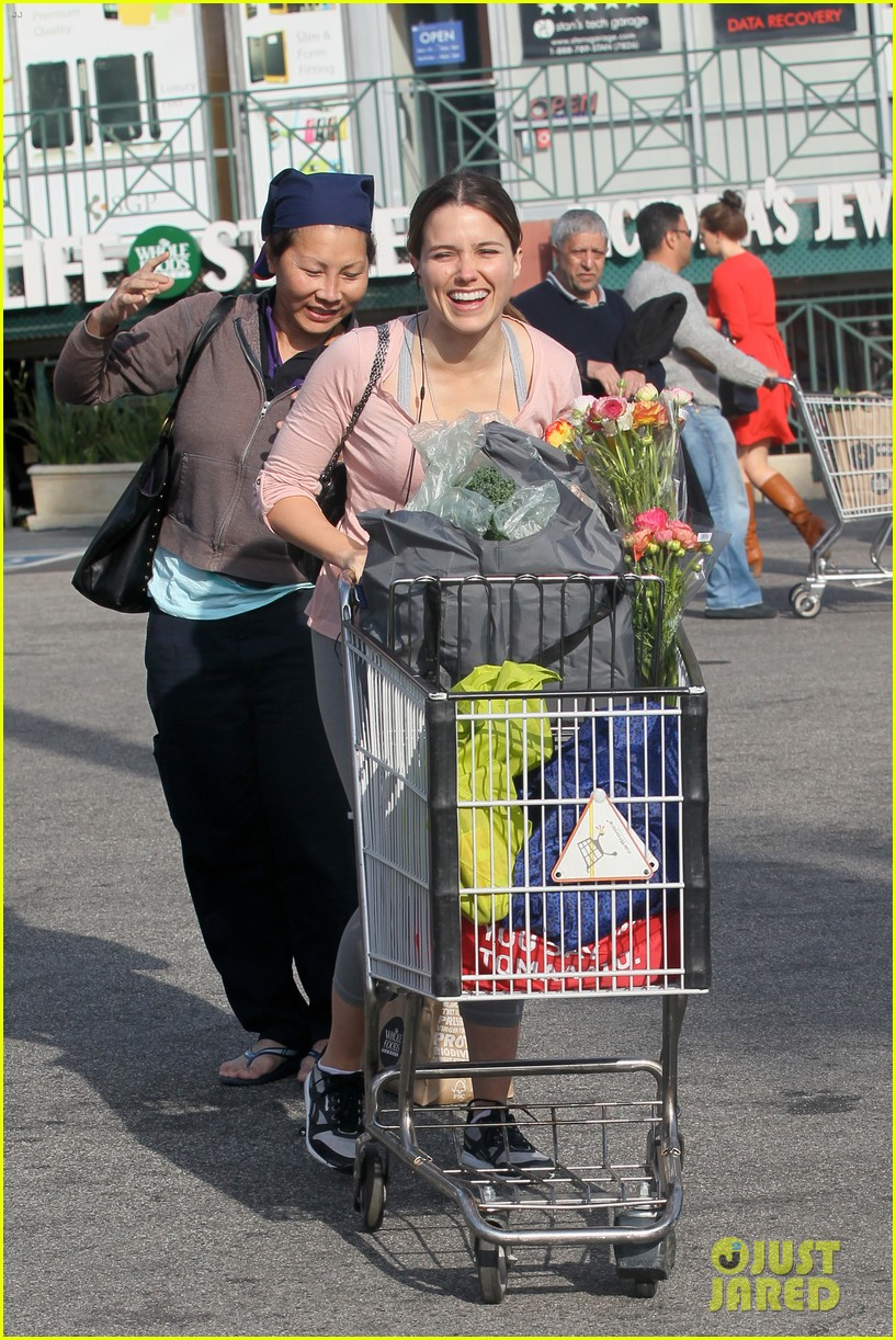 sophia bush whole foods 03