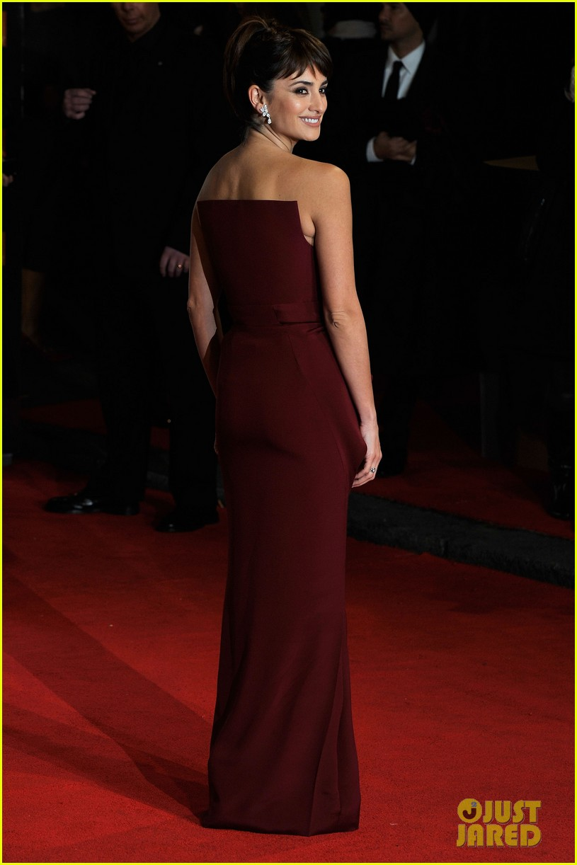 penelope cruz 2012 baftas red carpet 06