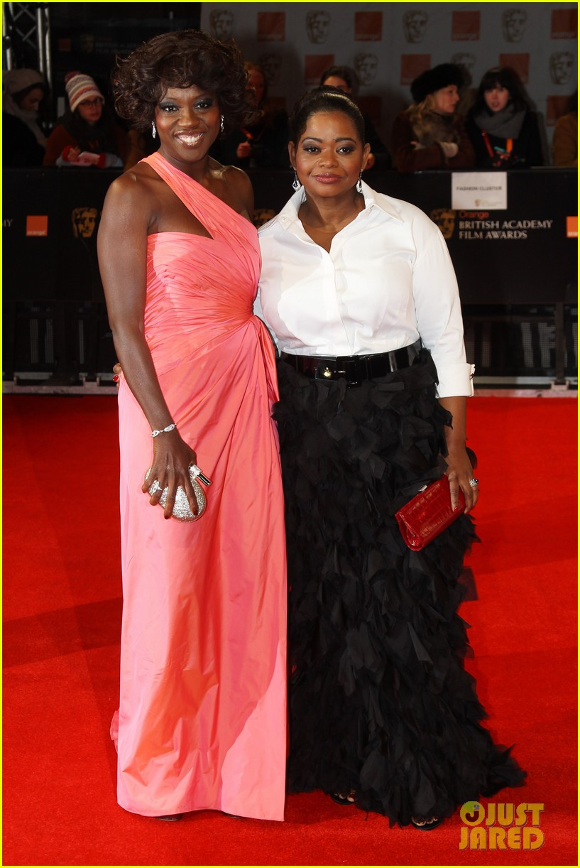 viola davis octavia spencer 2012 baftas red carpet 01