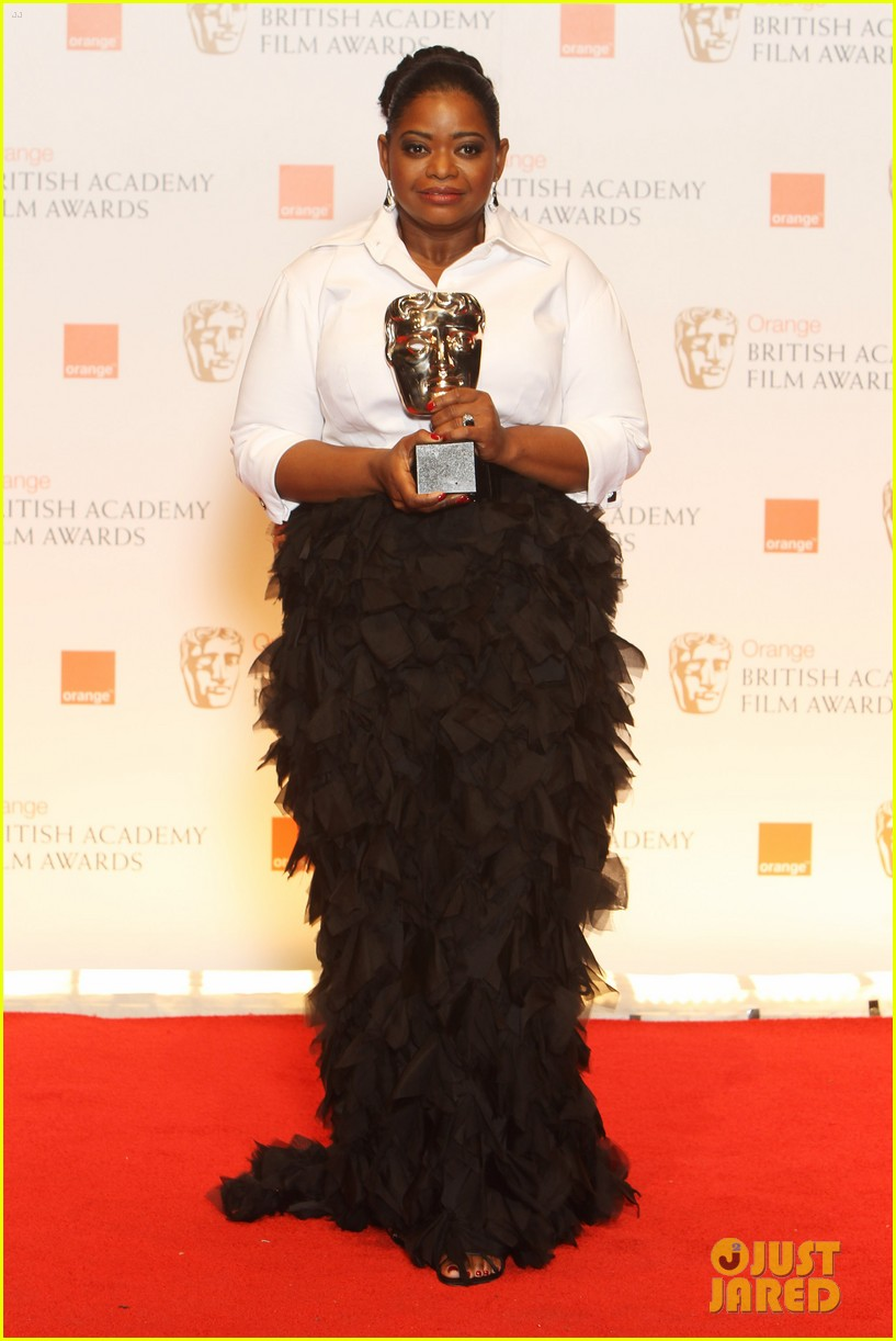 viola davis octavia spencer 2012 baftas red carpet 03