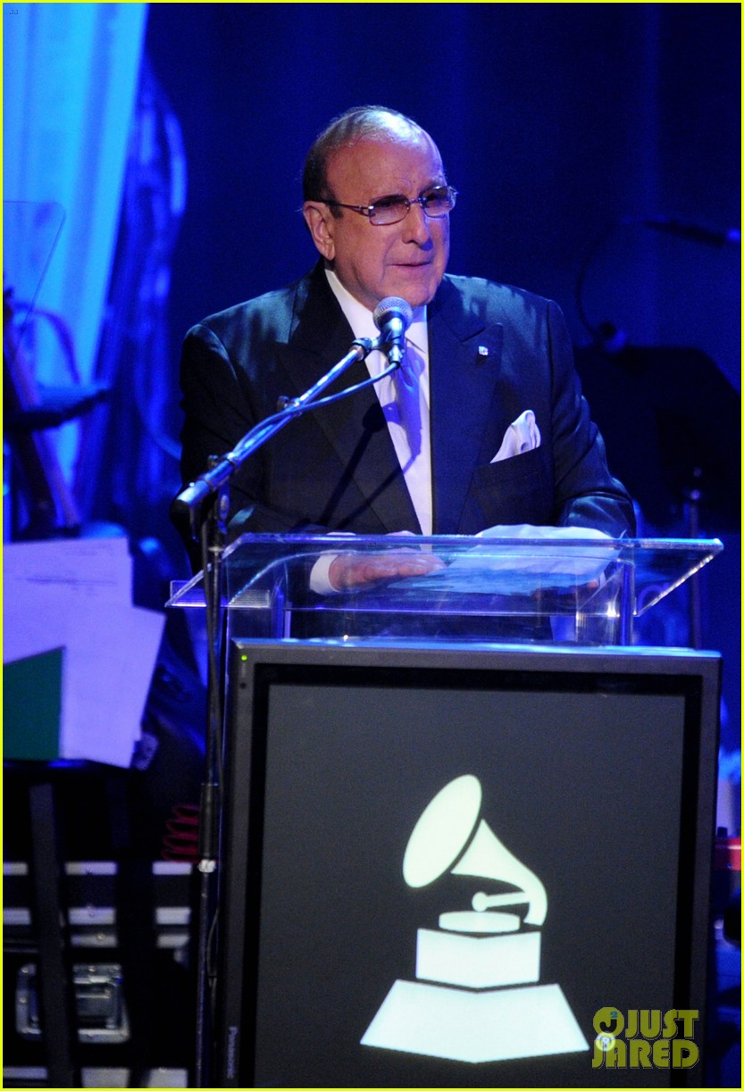 clive davis holds moment of silence for whitney houston 01