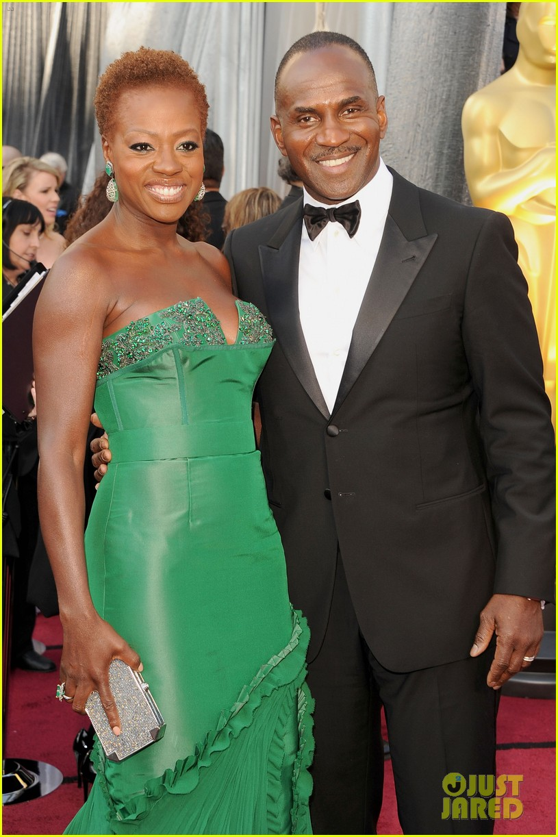 viola davis oscars 2012 red carpet 03