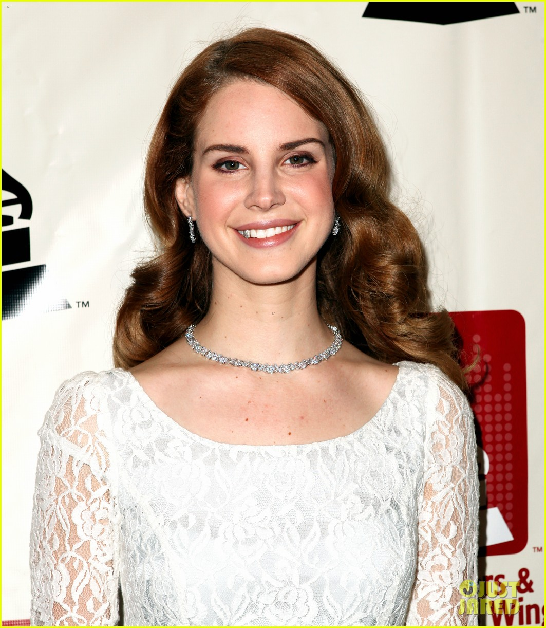 lana del rey grammy awards p e wing event 08
