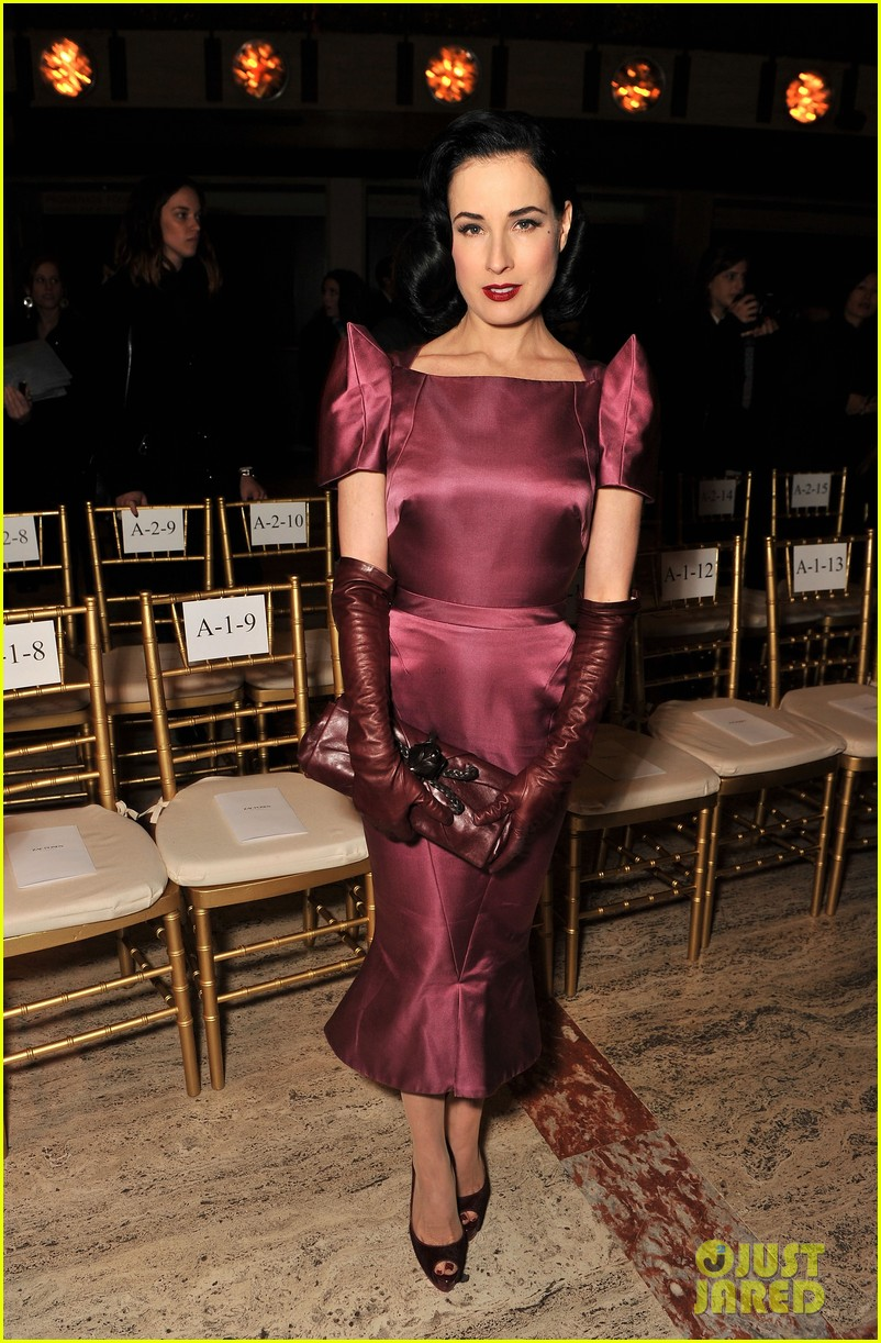 dita von teese zac posen fashion show 01
