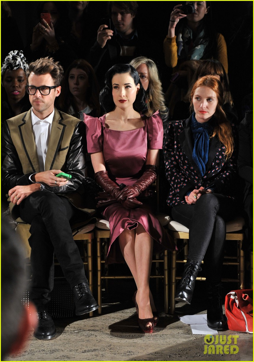 dita von teese zac posen fashion show 09