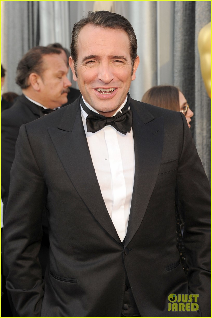 jean dujardin oscars 2012 red carpet 042633493