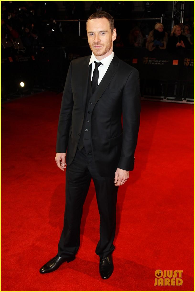 michael fassbender jean dujardin 2012 baftas red carpet 01