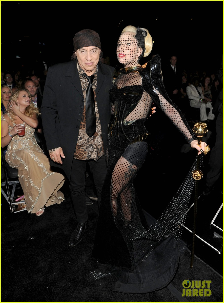 lady gaga grammy awards 2012 fisnet 012628357